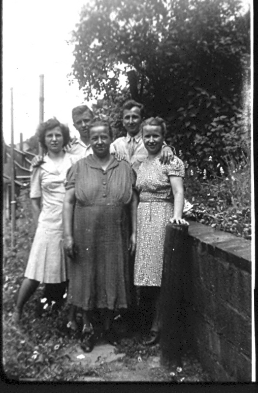 Grandma on the left, with her siblings and mother.